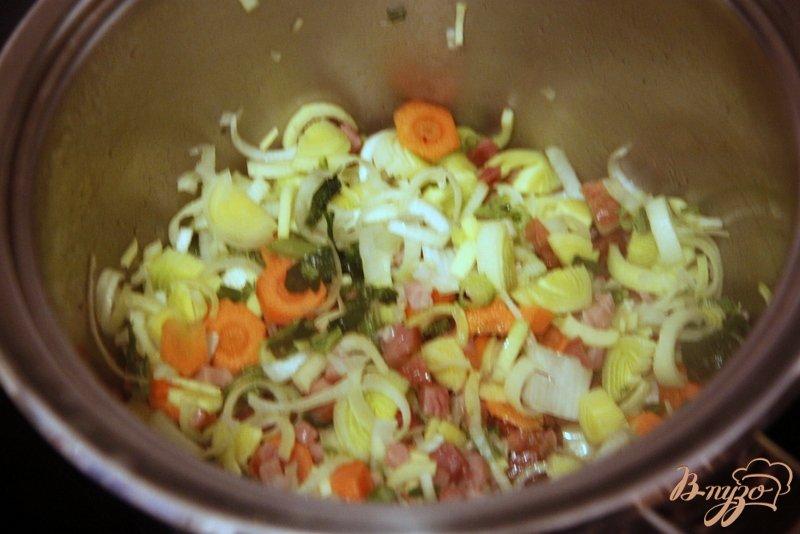 Фото приготовление рецепта: Суп с чечевицей и шпинатом по мотивам  от Джейми Оливера шаг №2