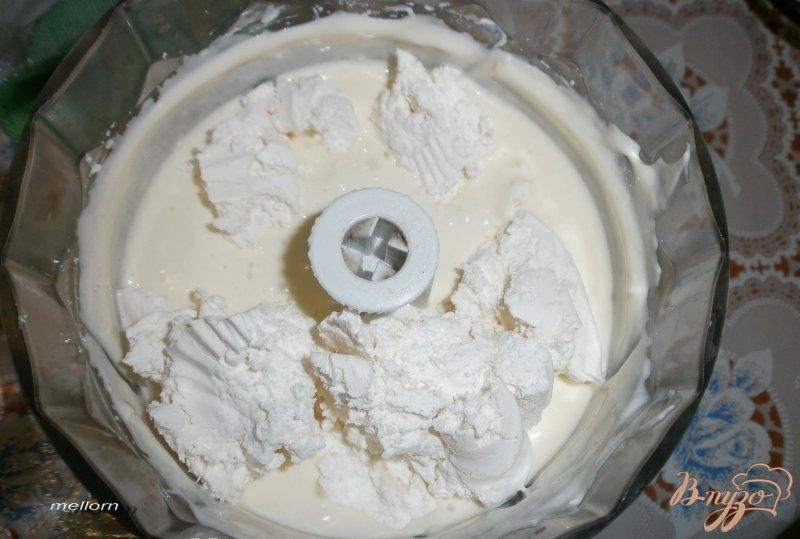 Фото приготовление рецепта: Десерт из белого шоколада с мандаринами и виноградом шаг №2
