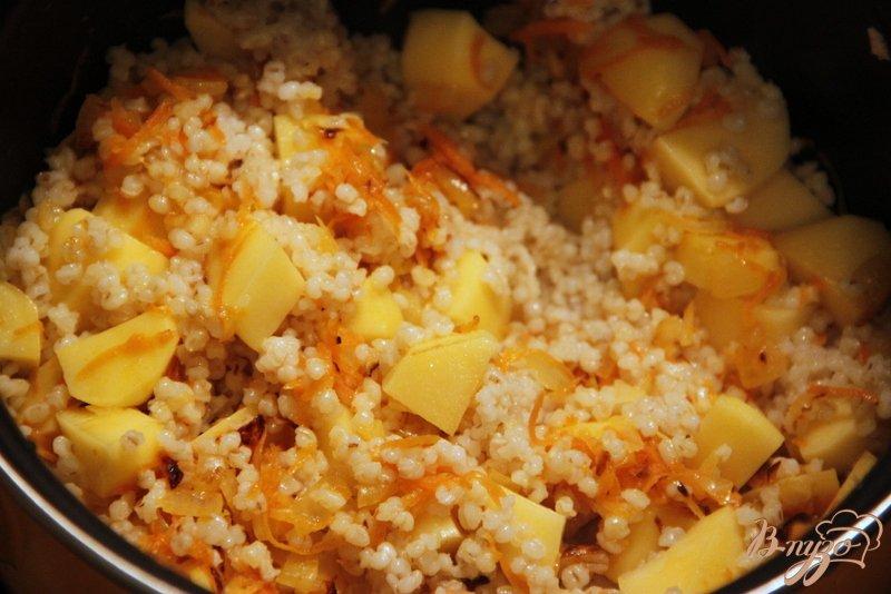Фото приготовление рецепта: Густой суп с перловкой и кукурузой шаг №3