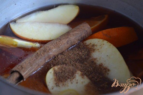 Фото приготовление рецепта: Пряный клюквенный сок шаг №2
