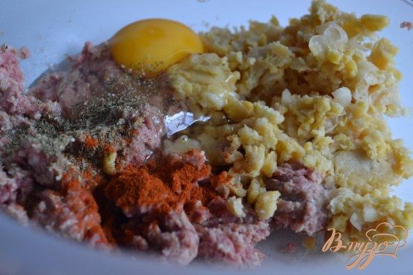 Фото приготовление рецепта: Грибной суп с фрикадельками из мяса и гороха нут шаг №3