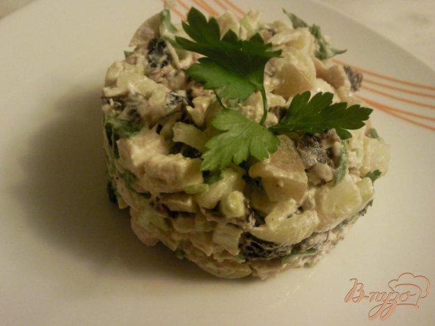 Рецепт Салат с куриной грудкой и черносливом