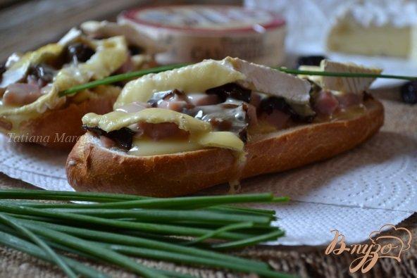 Рецепт Горячий бутерброд с ветчиной, черносливом и сыром