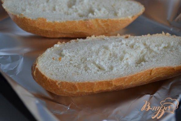Фото приготовление рецепта: Горячий бутерброд с ветчиной, черносливом и сыром шаг №2