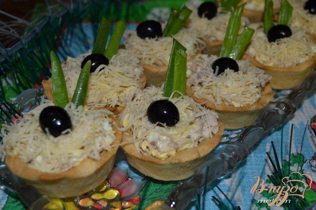 фото рецепта: Тарталетки с рыбным салатом