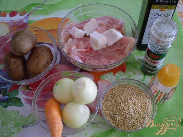 Фото приготовление рецепта: Пшеничный суп с фрикадельками шаг №1