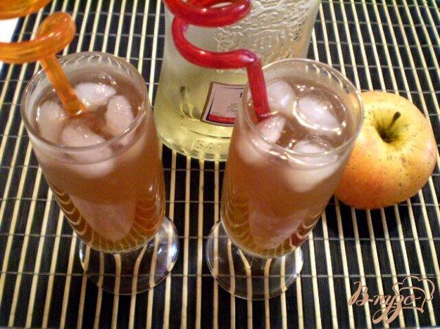 Рецепт Коктейль из вермута и яблочного сока