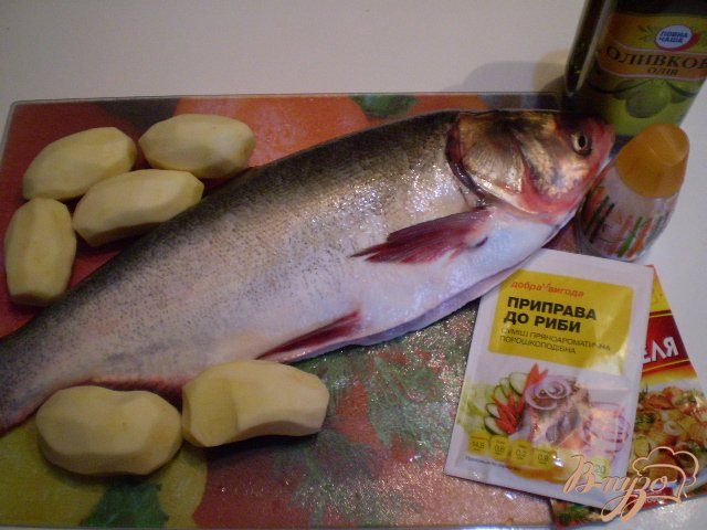 Фото приготовление рецепта: Рыба с овощами в духовке шаг №1