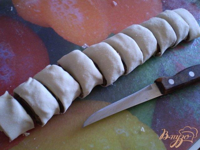 Фото приготовление рецепта: Грибные мини-пиццы шаг №5