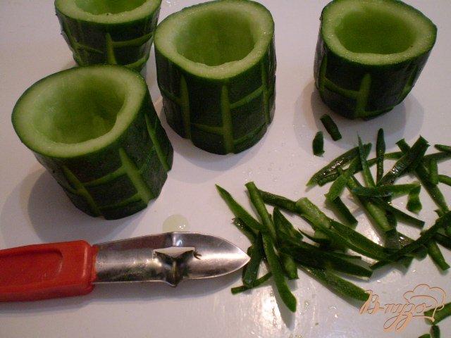 Фото приготовление рецепта: Закуска в огурцах шаг №5