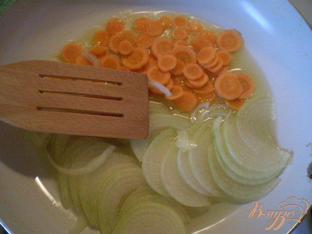 Фото приготовление рецепта: Рисово-томатный суп шаг №2