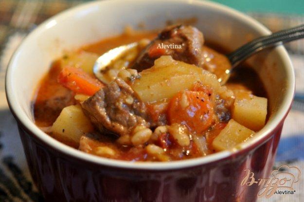 Рецепт Тушеная говядина с перловкой и овощами