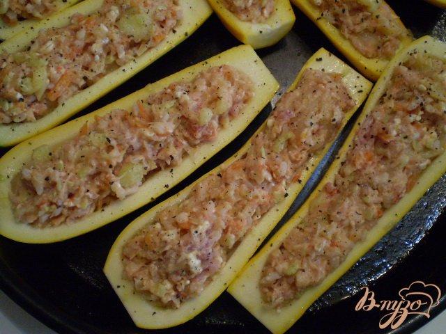 Фото приготовление рецепта: Кабачки фаршированные мясом шаг №9