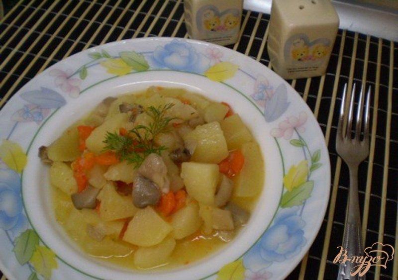 Фото приготовление рецепта: Картофель с грибами шаг №5