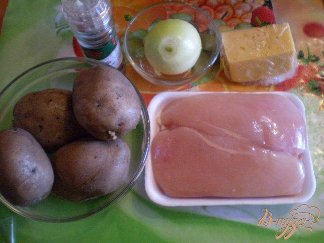 Фото приготовление рецепта: Мясные шарики на картофеле под сыром шаг №1