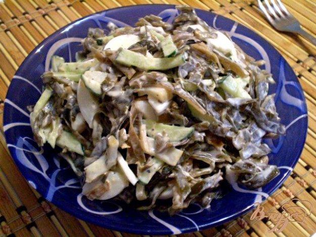 фото рецепта: Салат из морской капусты, кальмара и огурца