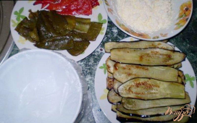Фото приготовление рецепта: Террин из баклажанов, сладкого перца и сыра шаг №2
