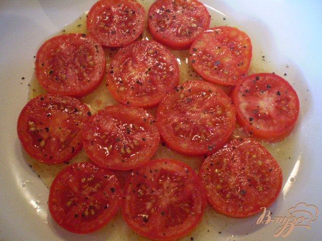 Фото приготовление рецепта: Яичница с помидорами и сыром шаг №3
