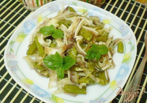 Рецепт Салат из стручковой фасоли и свиных ушей