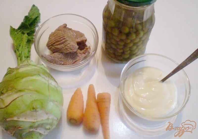 Фото приготовление рецепта: Салат из капусты брокколи и говядины. шаг №1