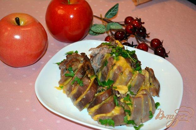 фото рецепта: Язык свиной запеченый со специями, чесноком и сыром