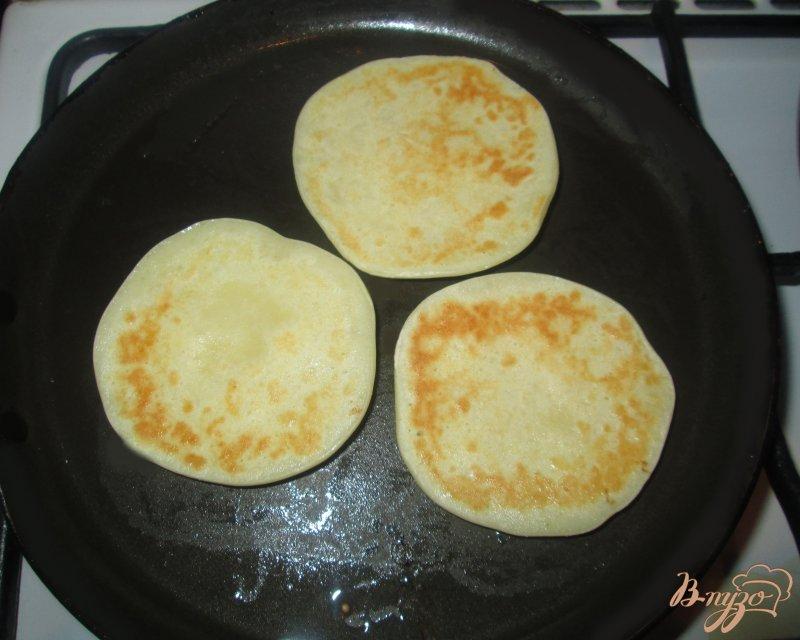 Фото приготовление рецепта: Оладьи на йогурте шаг №5