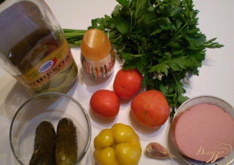 Фото приготовление рецепта: Салат овощной с колбасой молочной подкопченной шаг №1