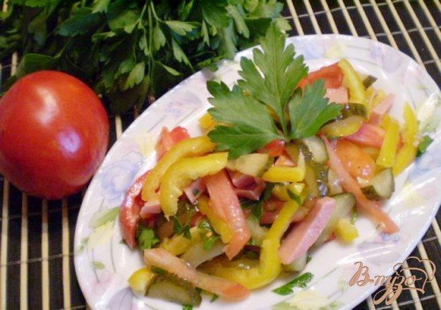 Рецепт Салат овощной с колбасой молочной подкопченной
