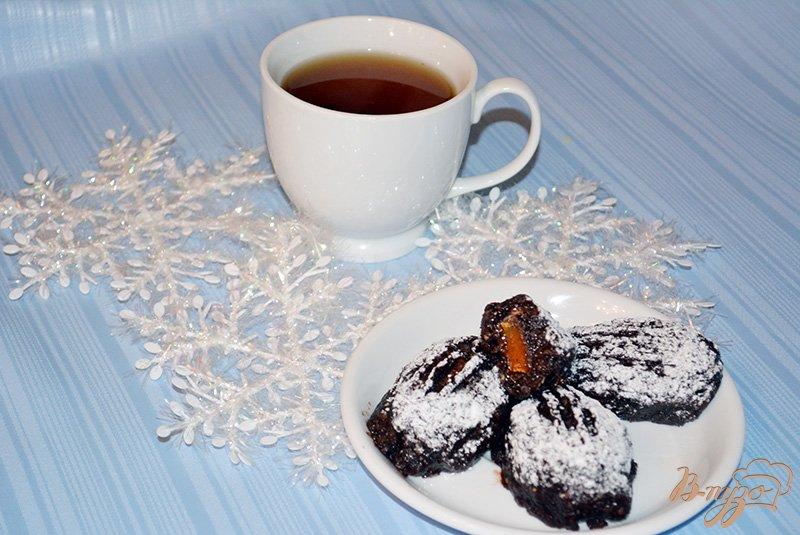 Фото приготовление рецепта: Шоколадная картошка с миндалем и мармеладом шаг №6
