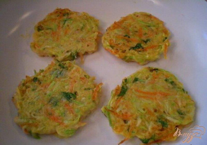 Фото приготовление рецепта: Кабачково-морковные оладьи шаг №6