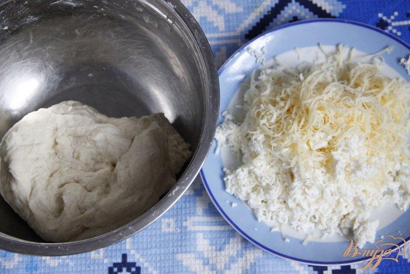 Фото приготовление рецепта: Квадратики с сыром шаг №2