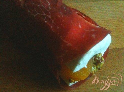 Закуска из фаршированного сыра бри