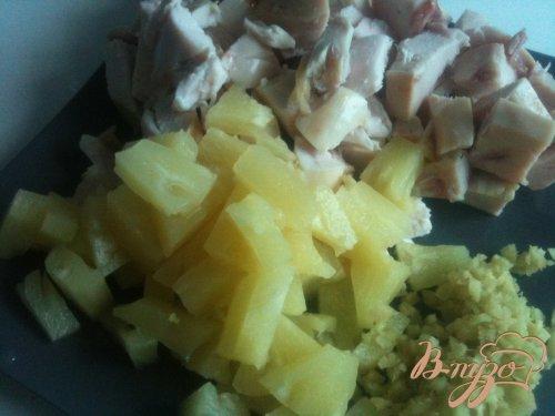 Пирог с копченой курятиной, имбирем и ананасом
