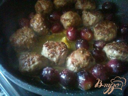 Пряные  тефтели с виноградом
