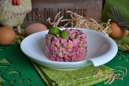Яичный салат со свеклой