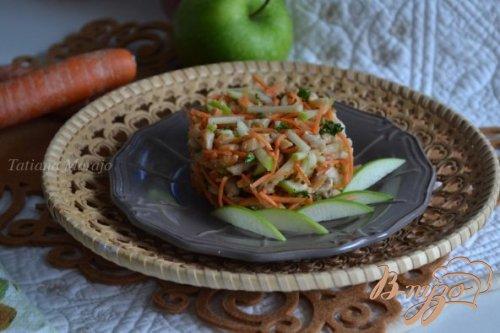Морковный салат с куриным мясом и яблоком