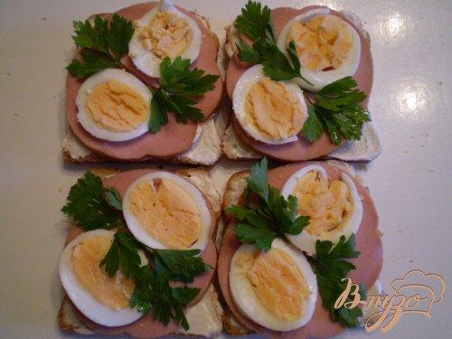 Сэндвич с колбасой и яйцом