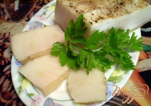 Вареное сало с чесноком