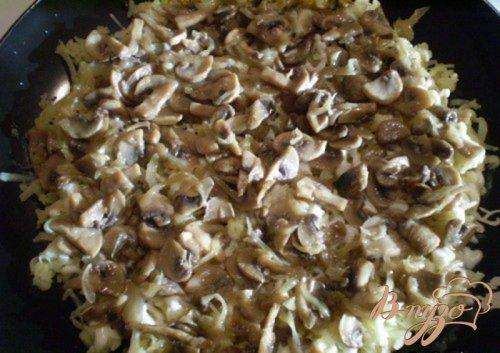 Грибной слоенный салат