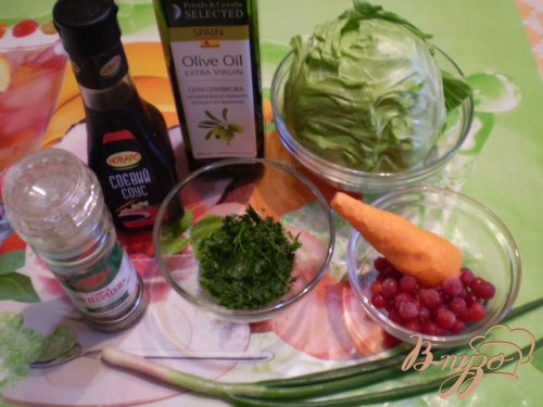Салат из капусты молодой, моркови и калины