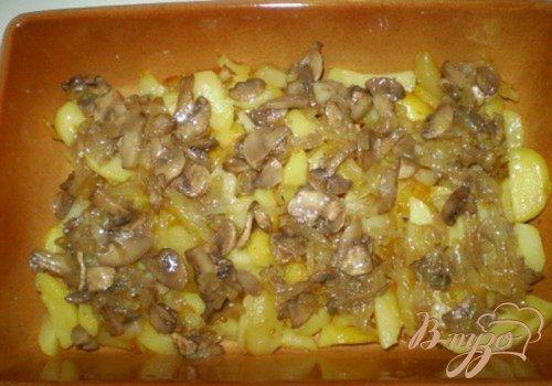 Картофель с грибами под омлетом