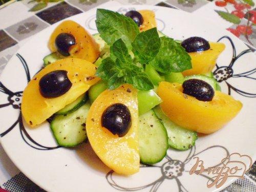 Салат с желтыми томатами