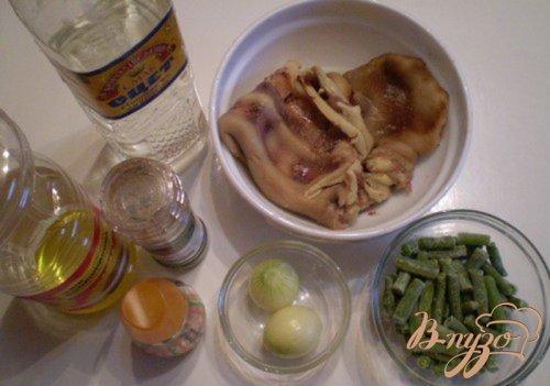 Салат из стручковой фасоли и свиных ушей