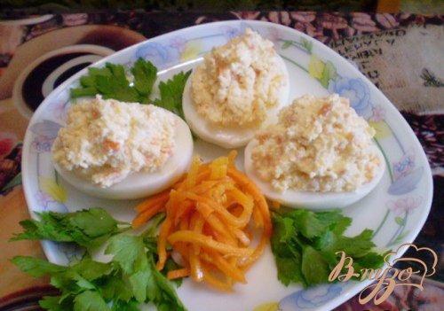 Яйца фаршированные творогом и морковью
