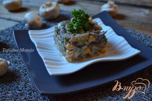 Грибной салат с горохом нут