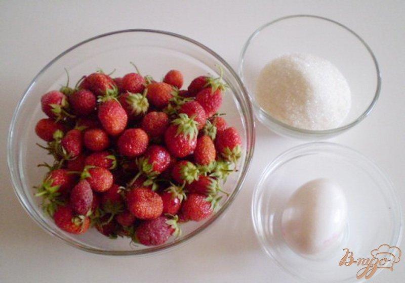 Фото приготовление рецепта: Клубничный десерт шаг №1