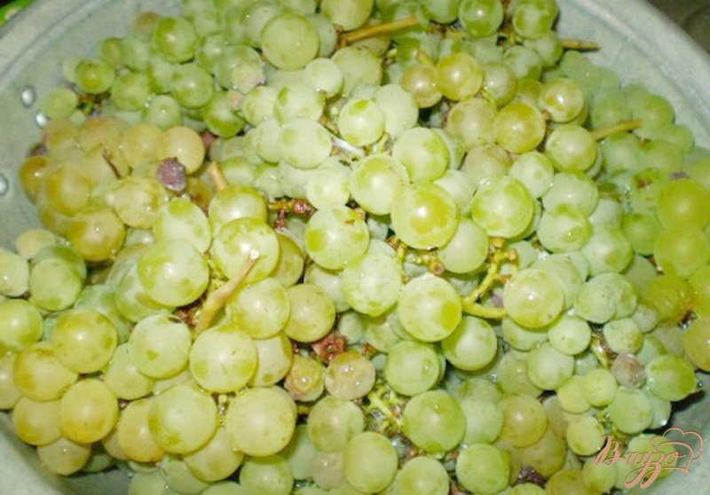 Фото приготовление рецепта: Натуральный виноградный сок из соковарки шаг №1