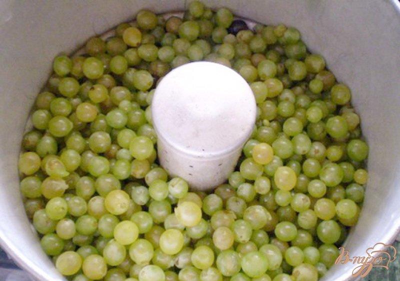Фото приготовление рецепта: Натуральный виноградный сок из соковарки шаг №3