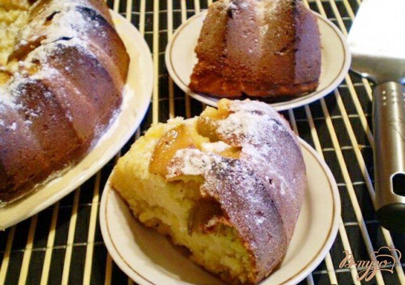 Фото приготовление рецепта: Медовый кекс с грушами шаг №6