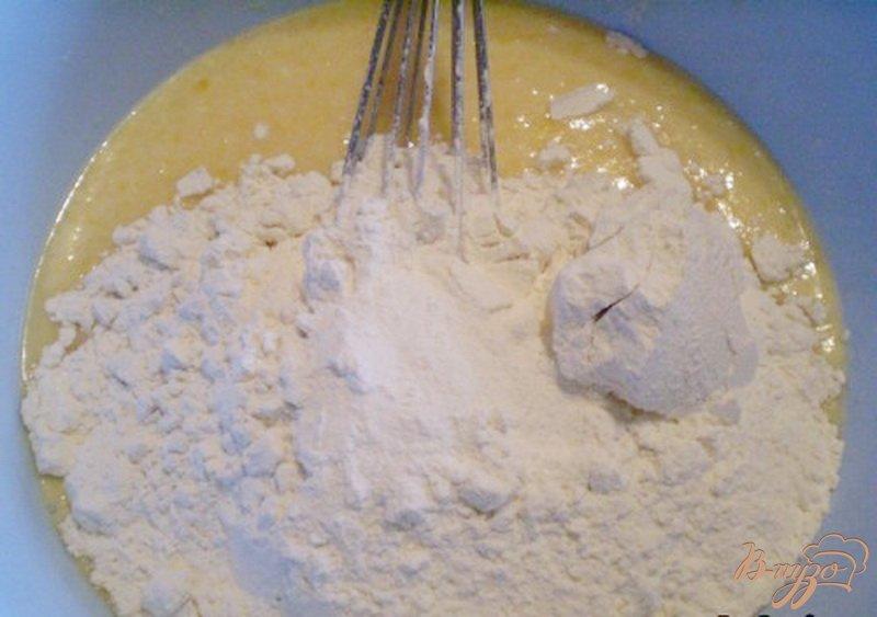 Фото приготовление рецепта: Медовый кекс с грушами шаг №2